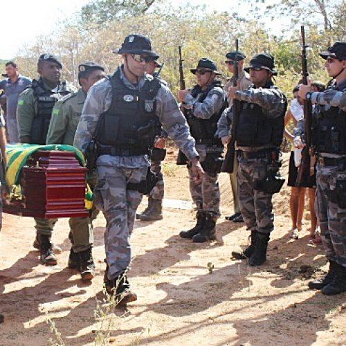 Policial morto em Paquetá é velado em Paulistana e sepultado em meio a muita comoção