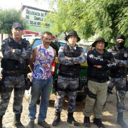 Polícia prende homem acusado de cultivar maconha em roça no município de Simplício Mendes