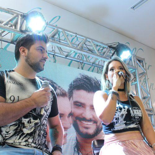 Ex-vocalistas da Desejo de Menina lançam CD promocional no Picos Plaza Shopping; veja fotos