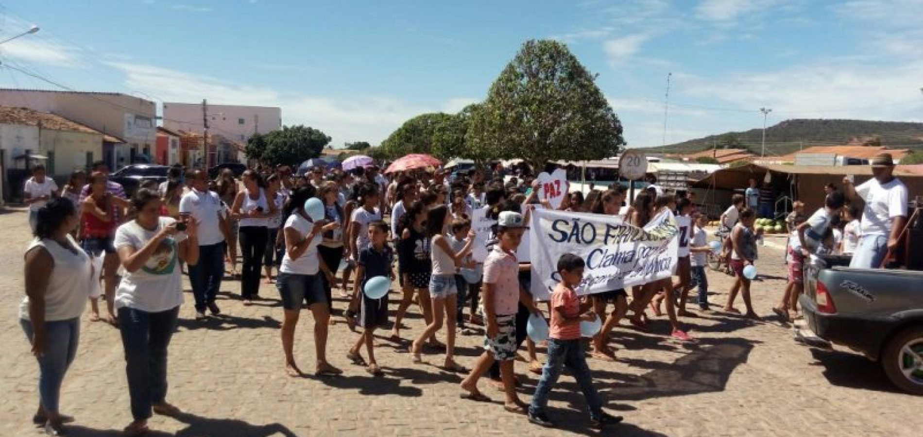 Após estupro de menina, moradores fazem manifestação em São Francisco de Assis