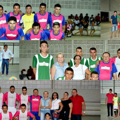 Prefeito entrega uniformes e 'Torneio Início' abre o Campeonato de Futsal em Vila Nova; veja fotos