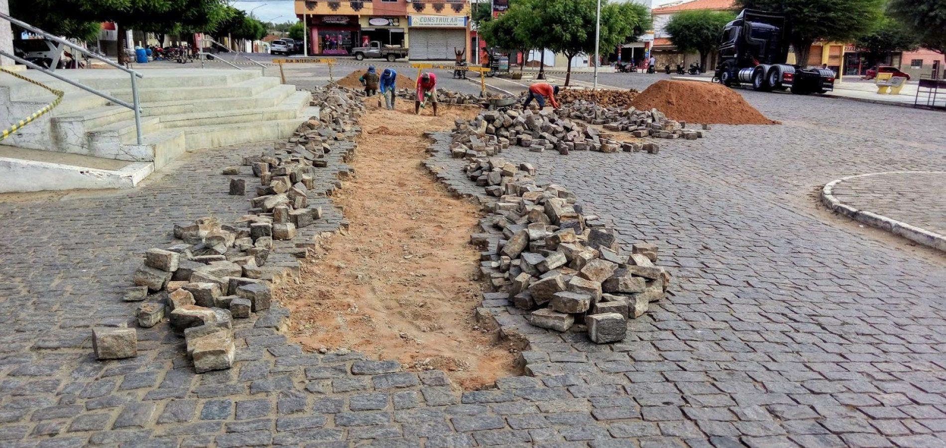 Prefeitura recupera calçamento de ruas em Simões