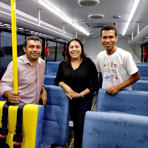 Prefeito de Jaicós entrega novo ônibus escolar para a Educação Municipal