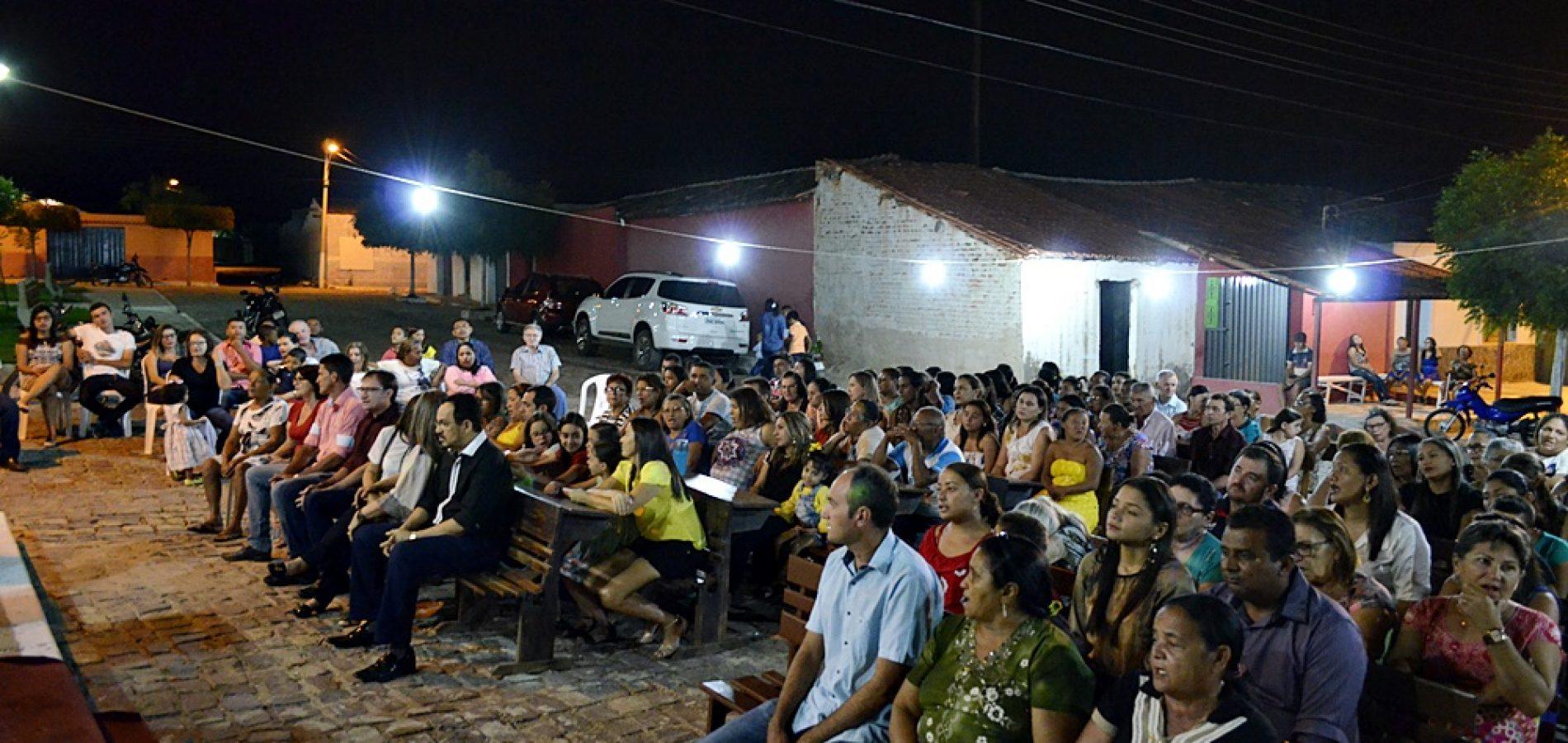 Executivo e Legislativo participam da 4ª noite de missa dos festejos de Massapê do Piauí