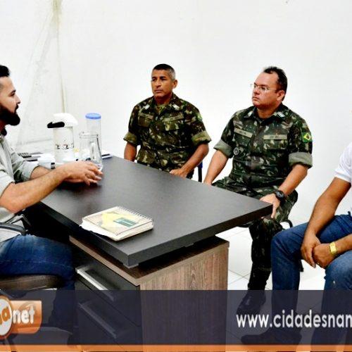Comandante do 25º Batalhão de Caçadores visita Jacobina e discute melhorias na operação carro pipa com o prefeito GD