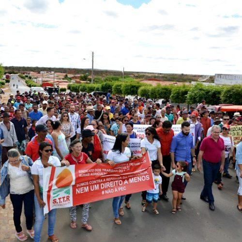 Jacobina do Piauí se manifesta contra a reforma da previdência com caminhada e audiência