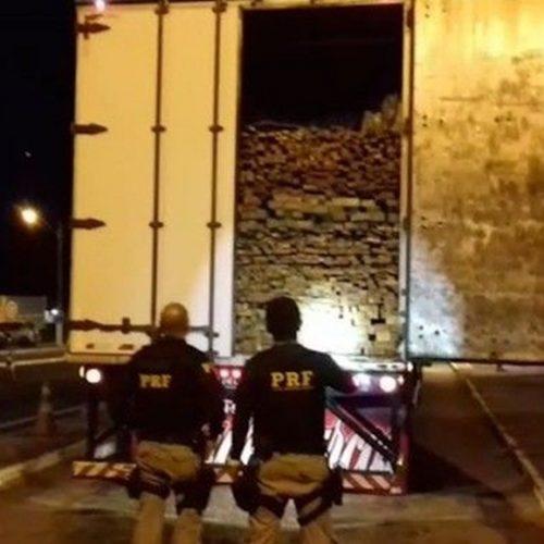 PRF apreende madeira sendo transportada ilegalmente em Picos