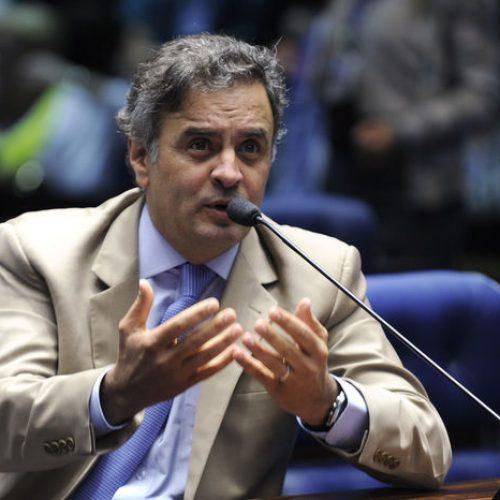 O senador Aécio Neves (PSDB) é denunciado por corrupção passiva e obstrução de Justiça