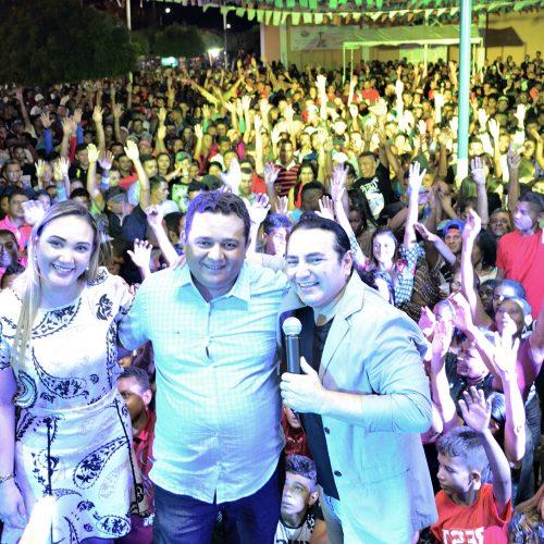 CARIDADE | Prefeitura promove shows com Francis Lopes, Marlos e Marcelo Luz fazem em praça pública; veja fotos