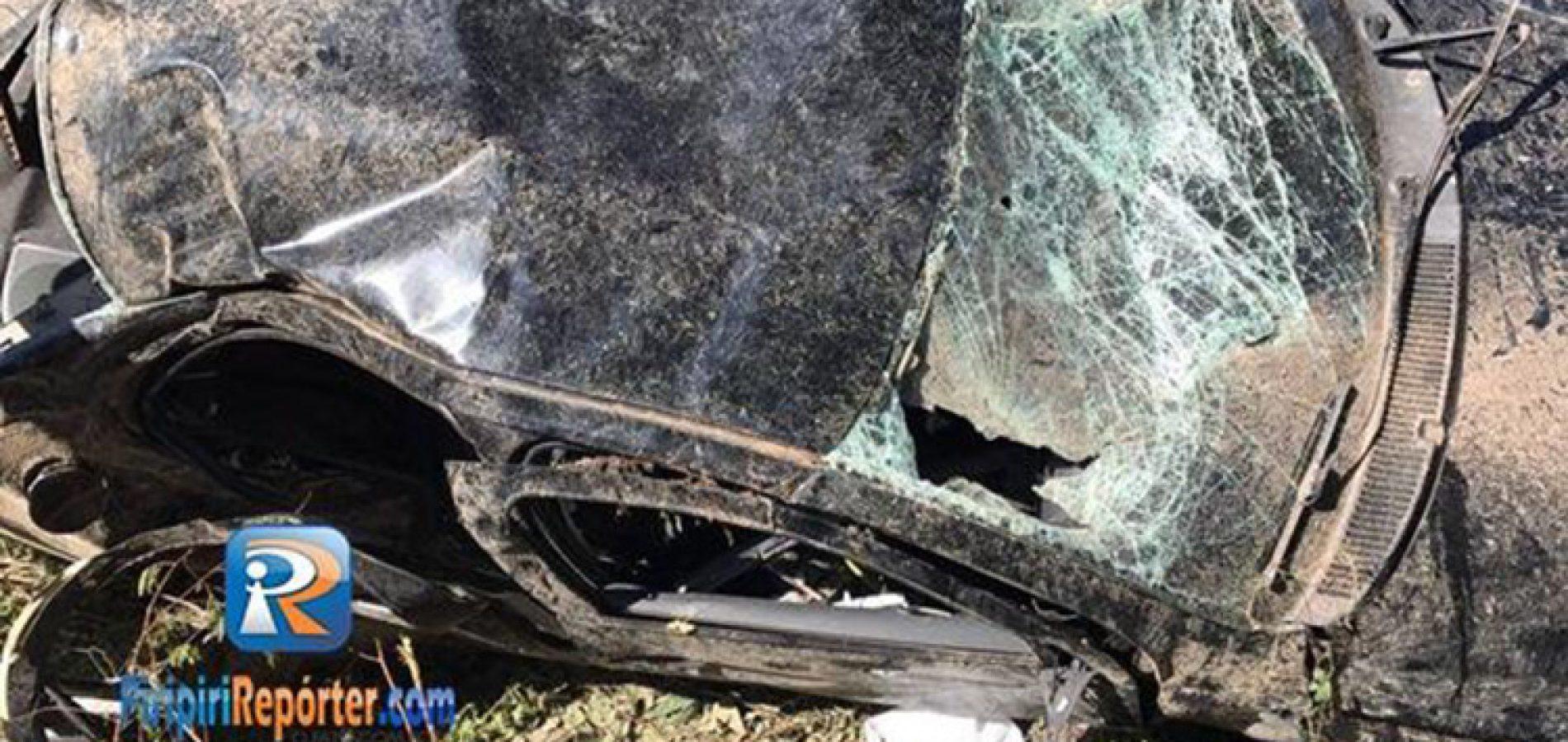 Carro capota e deixa cinco feridos na BR-343