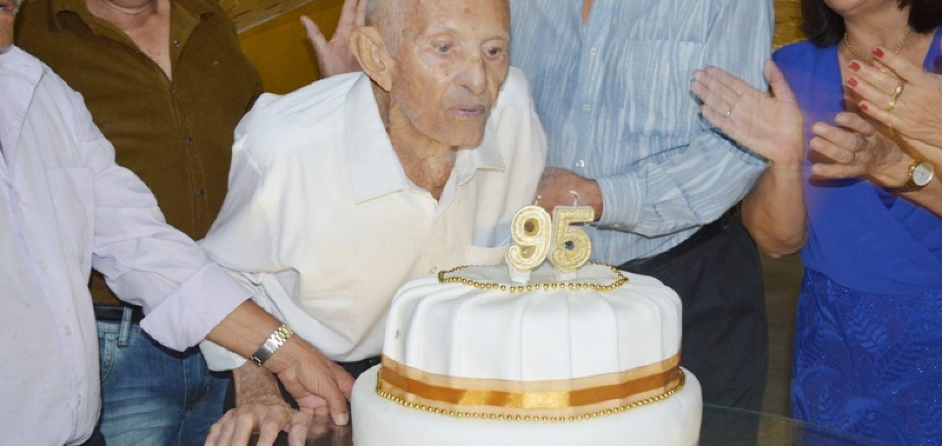 Aos 96 anos, morre em Vila Nova do Piauí, 'Seu Navez', pai do ex-prefeito, Zé Navez; corpo será velado e sepultado na fazenda Milhãs