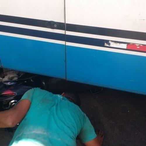 Homem tem a moto esmagada por ônibus após acidente no Piauí