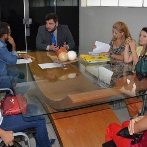 Hugo Victor intermedia acordo entre o Sindicato dos Servidores e prefeito de Picos Padre Walmir