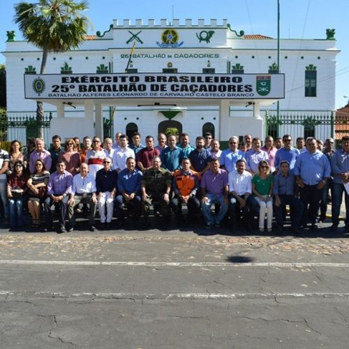 Prefeitos de Patos, Jacobina e Vila Nova participam de reunião para discutir Operação Pipa com 25º BC e Defesa Civil em Teresina