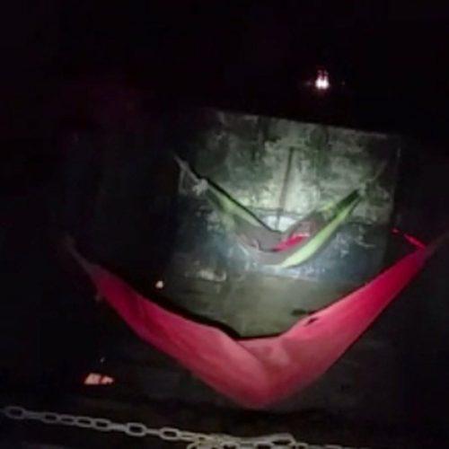 PRF flagra sete pessoas viajando em redes penduradas em carreta no Piauí