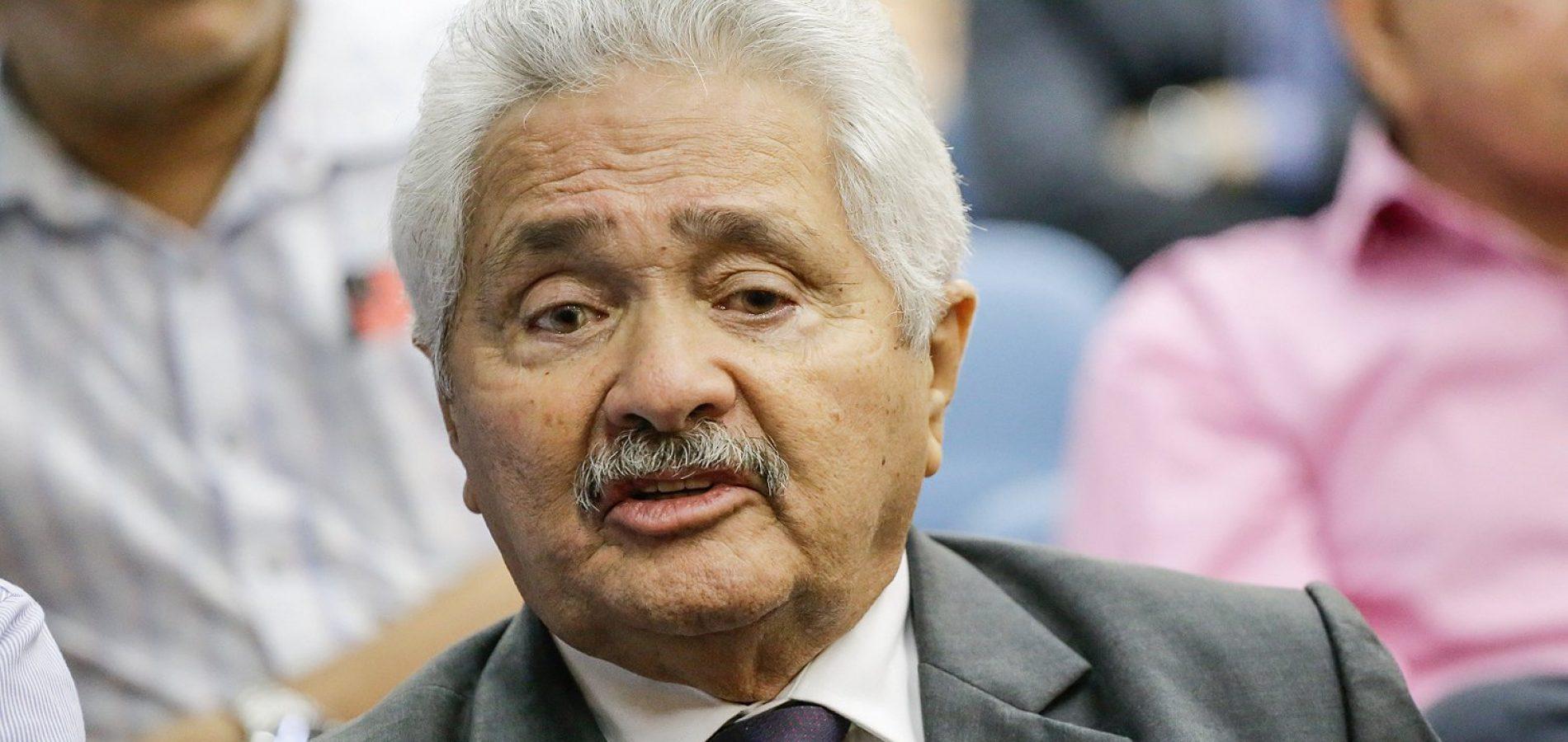 Elmano Férrer confirma três candidatos a senador em sua chapa
