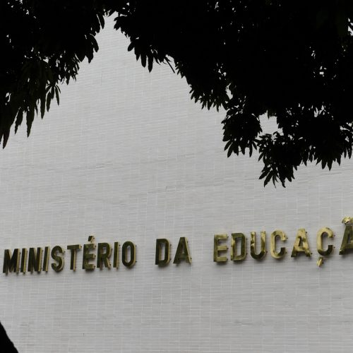 MEC garante que pagamento de bolsas da Capes não será suspenso