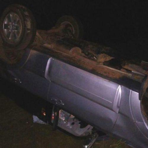 Médico sai ileso de acidente após carro capotar na PI-366