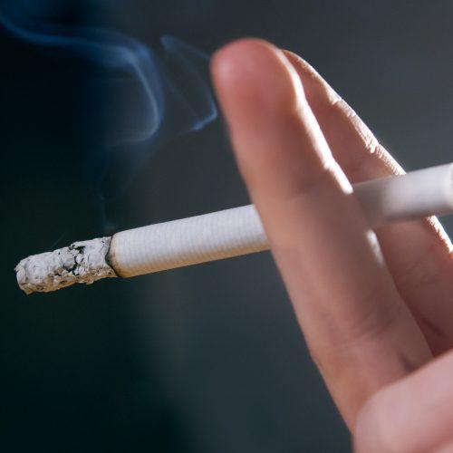 Parar de fumar reduz riscos de doenças como AVC, câncer e infarto
