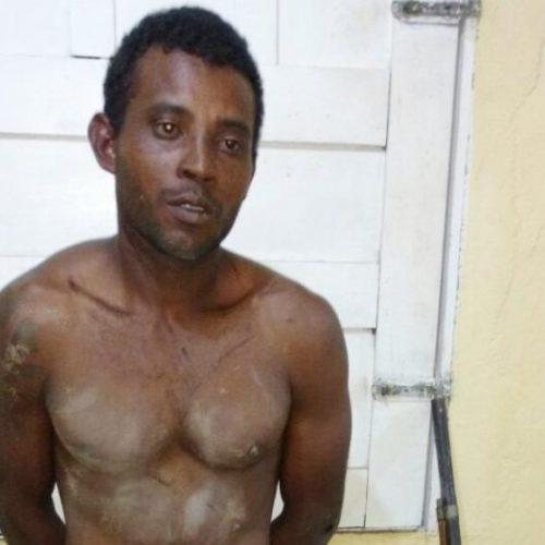 Homem é preso após esfaquear duas pessoas em Geminiano
