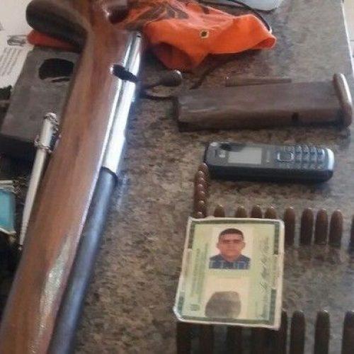 Homem com arsenal de armas surta e ameaça vizinhos no Piauí