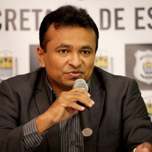 Fábio Abreu rebate críticas e isenta governador