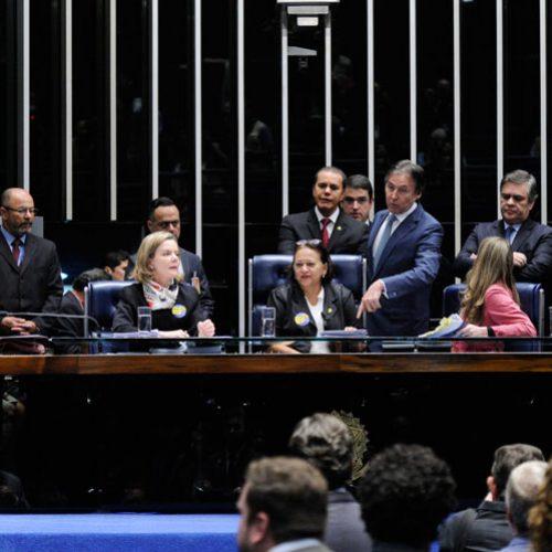Impedido de presidir votação da reforma trabalhista, Eunício suspende sessão