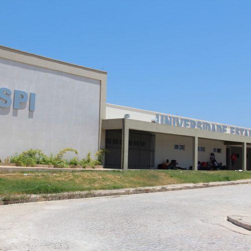 Professores da UESPI estudam entrar em greve após início do período letivo