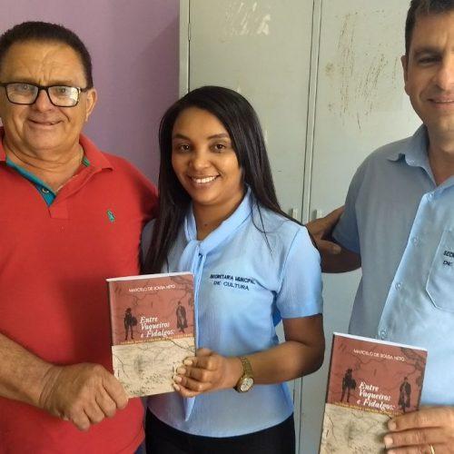 Prefeito de Francisco Macedo doa livros para biblioteca e secretarias de educação e cultura