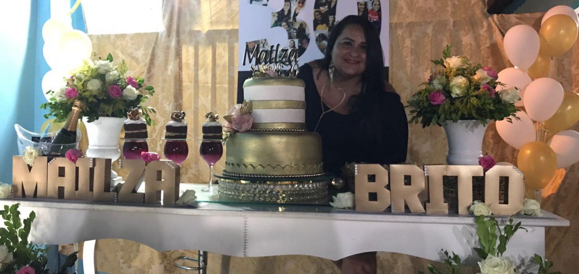 GENTE EM EVIDÊNCIA   Biomédica Mailza Brito comemora aniversário com familiares e amigos em Alagoinha