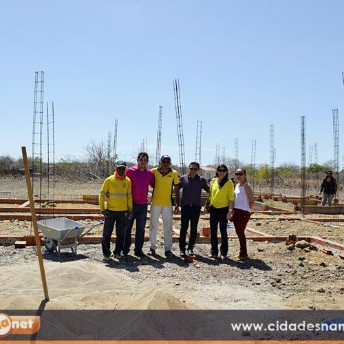 Prefeito Valdinar acompanha construção de UBS no interior de Padre Marcos
