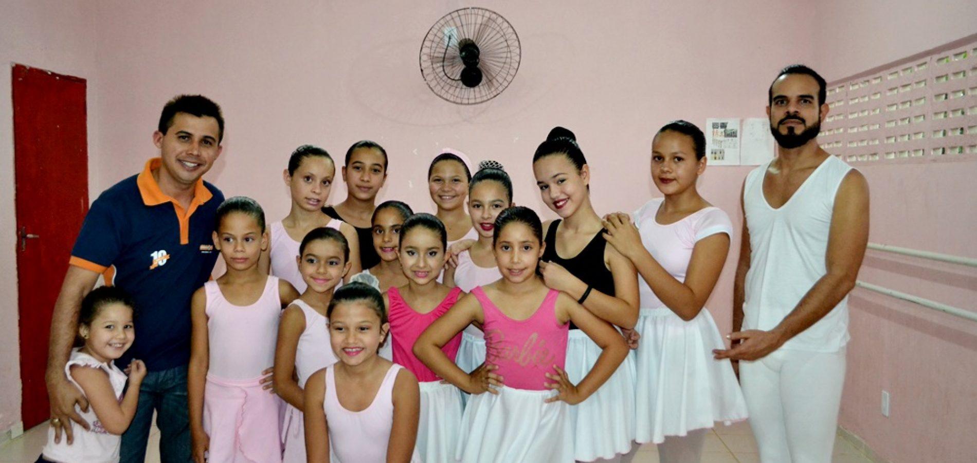 Cultura realiza avaliação interna com  alunas das aulas de ballet clássico em Alegrete do Piauí; fotos