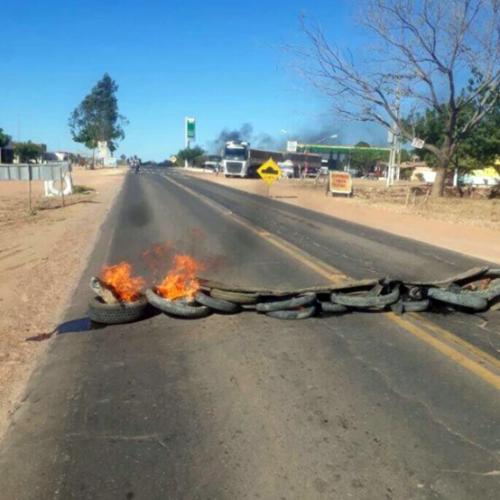 Manifestantes bloqueiam a 'rodovia da morte' no Piauí