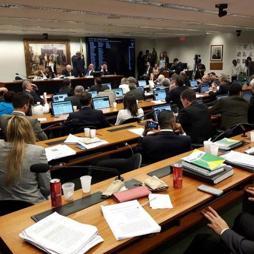 Comissão da Câmara aprova 'distritão' para eleições de 2018 e de 2020