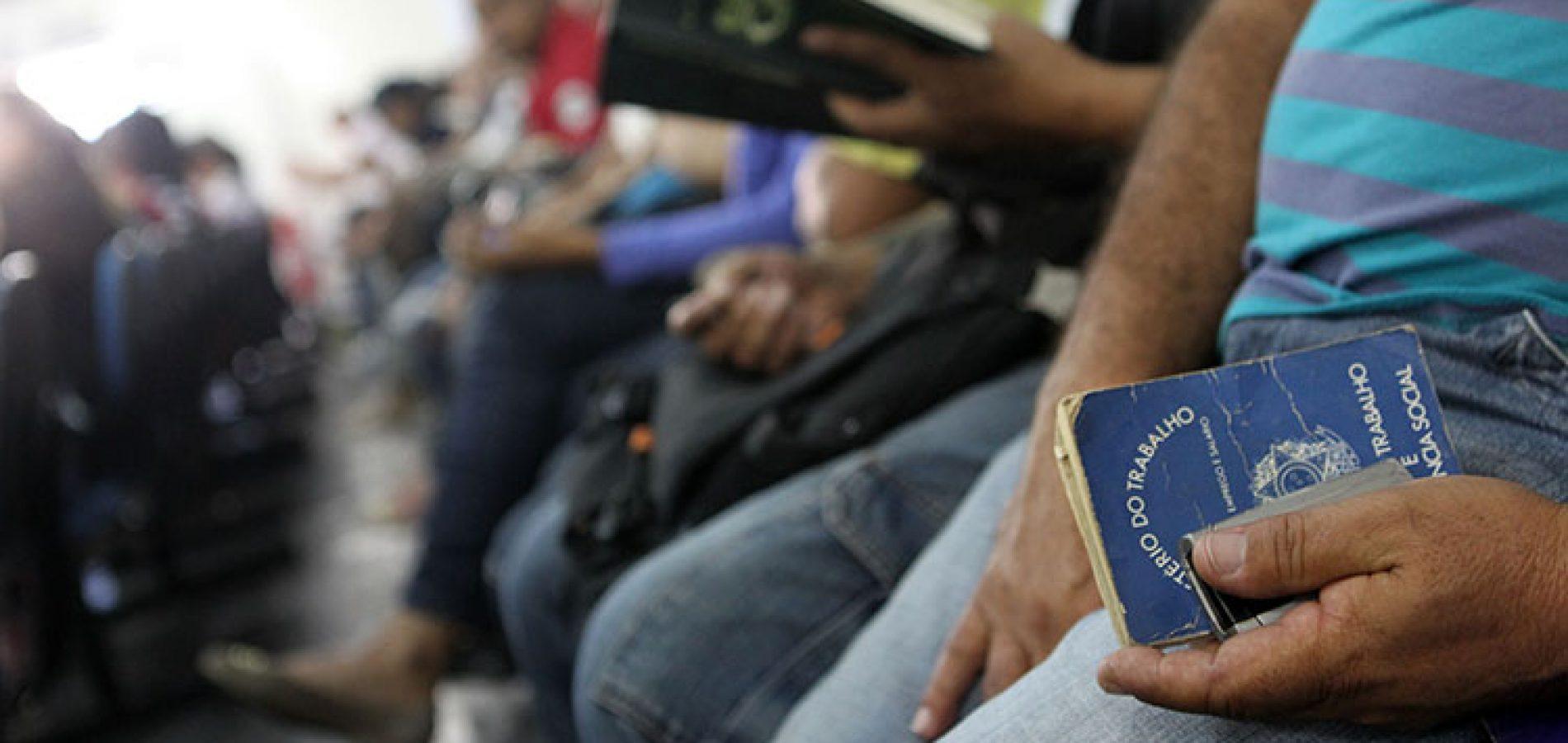 Desemprego dispara com a chegada do coronavírus e chega a 12,2%