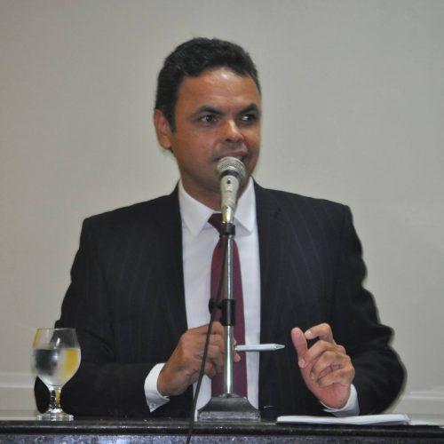 70% dos municípios têm dificuldade de pagar professores, diz presidente da APPM