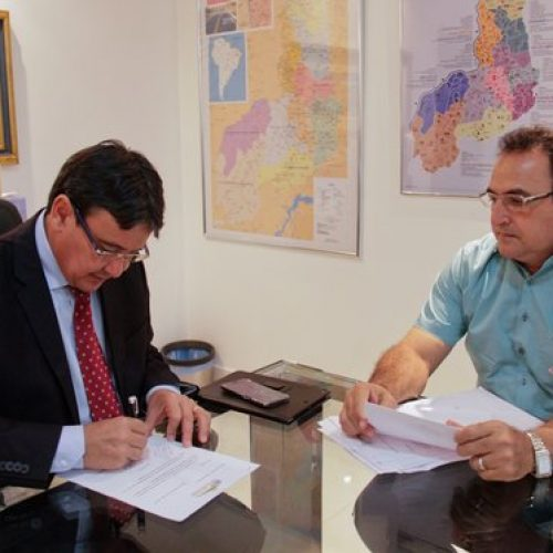 Governador autoriza R$ 1,2 milhões para calçamento e abastecimento de água em Patos do Piauí