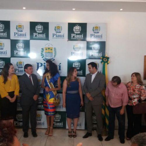 Miss Brasil é recebida por autoridades do Estado no Palácio de Karnak