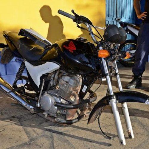 Motocicleta furtada é encontrada abandonada e sem as rodas em cidade do Piauí