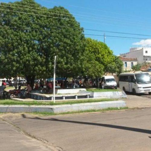 Trio assalta jovens em Praça de Picos