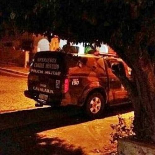 No Piauí, policial flagra assalto e atira para salvar vítima de facada