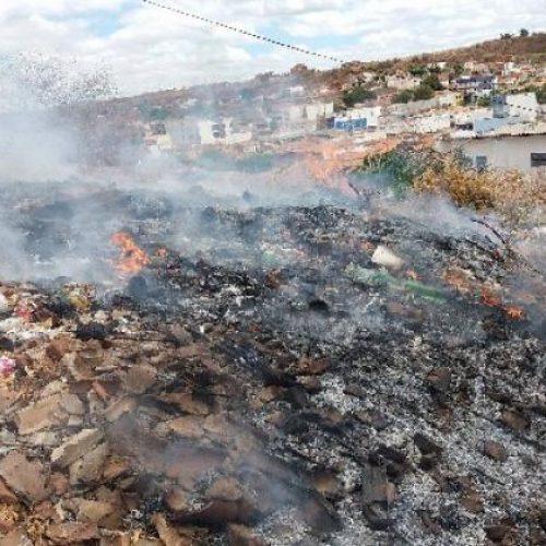 Queima irregular de lixo traz riscos na zona urbana de Picos