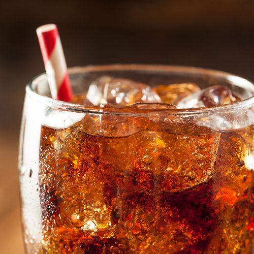 CCJ aprova projeto proibindo venda de refrigerantes em escolas do país