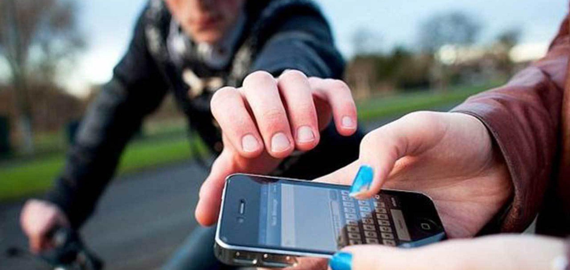 Resultado de imagem para jovens tem celulares roubados em