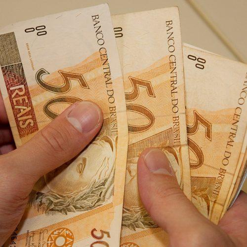 LDO define salário mínimo de R$ 979 para o próximo ano