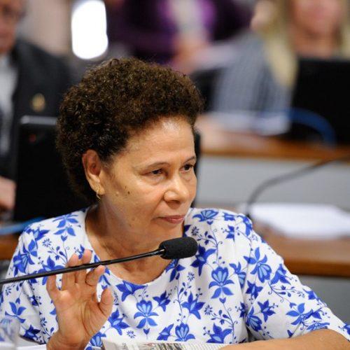 Regina Sousa defende envio de computadores apreendidos à escolas