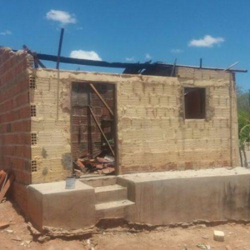 Botijão de gás explode e deixa casa parcialmente destruída em Alagoinha do Piauí