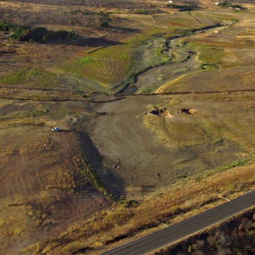 Após seca, moradores cavam cacimbas em busca de água na barragem de Caboclo; veja vídeo