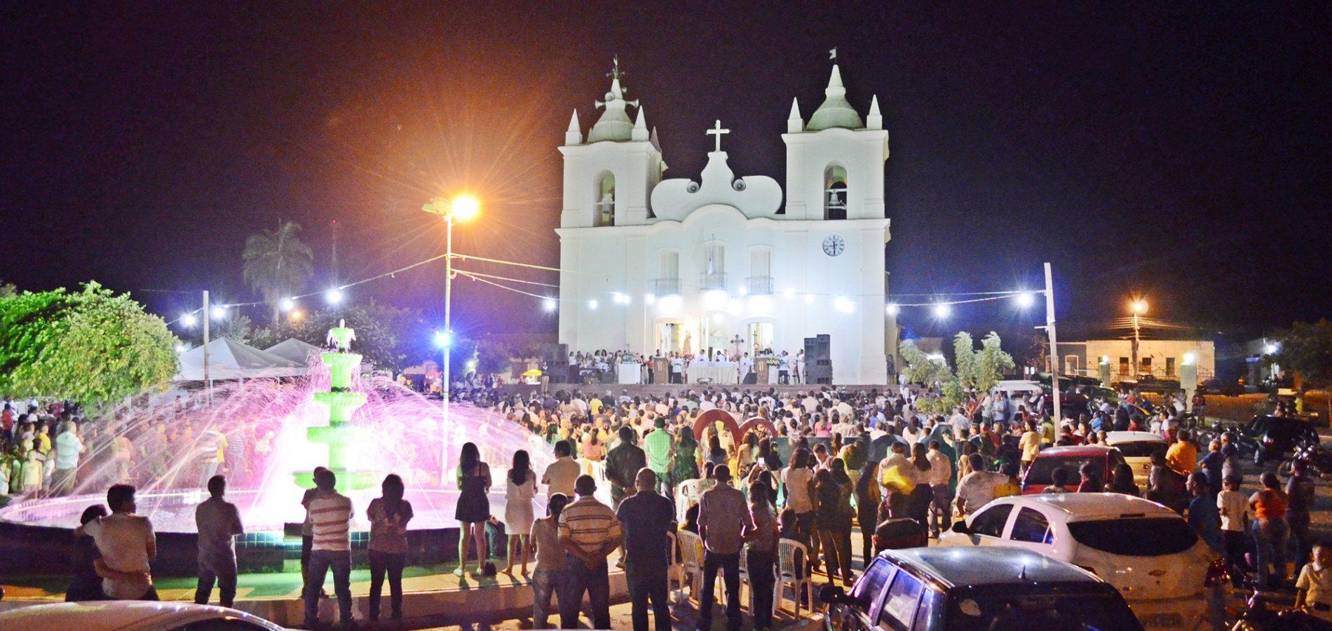 Carreata e missa marcam 2ª noite dos festejos da padroeira de Jaicós; veja fotos