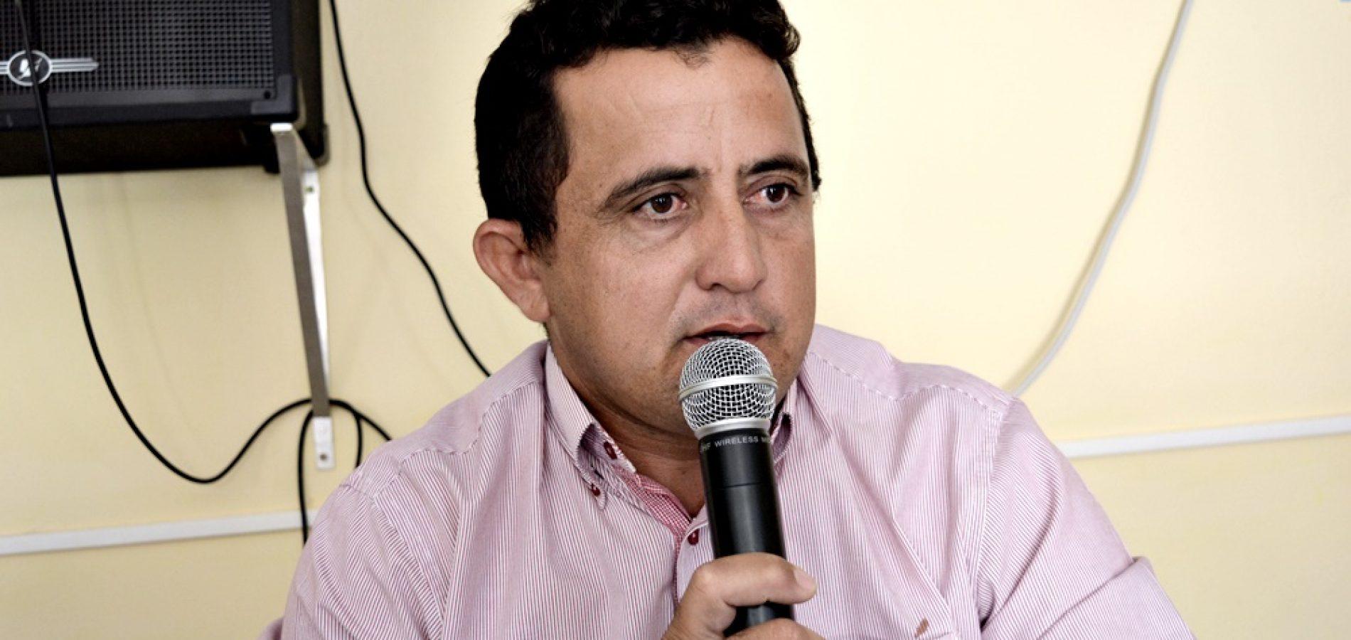 VILA NOVA | Vereador Roberto Moura solicita perfuração de poços tubulares em reunião com a Agespisa